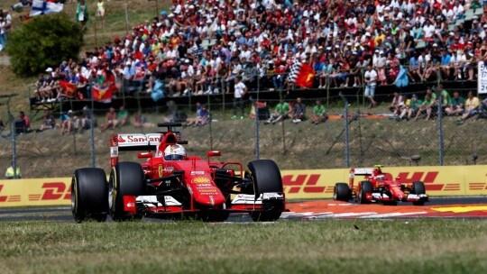 Vettel e Raikkonen in testa Gara