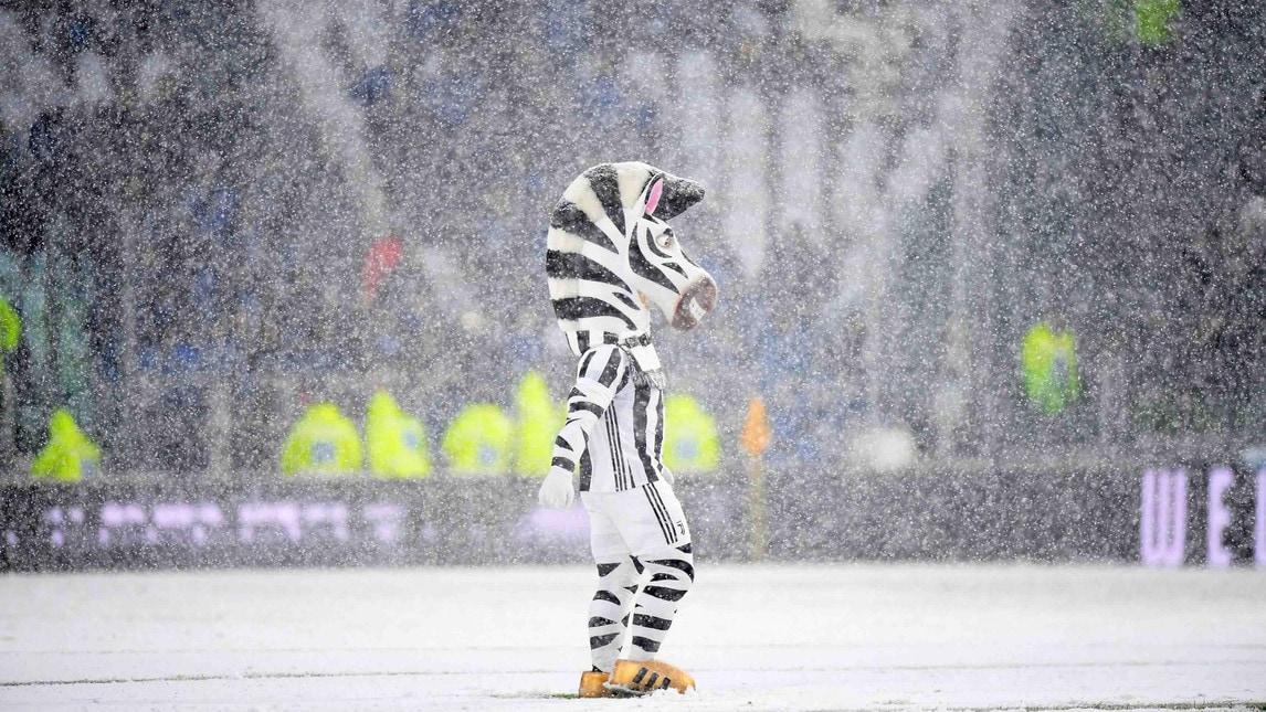 La neve ferma la Juventus, rinviato il match con l'Atalanta: ecco lo Stadium imbiancato