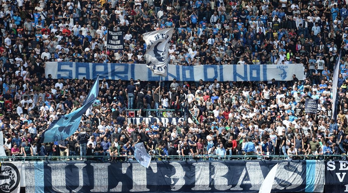 I tifosi del Napoli si schierano con Sarri
