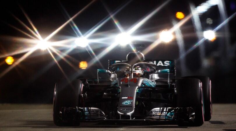 F1, Qualifiche Singapore: Hamilton monstre a Marina Bay!