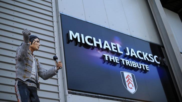 La statua del Fulham per Michael Jackson