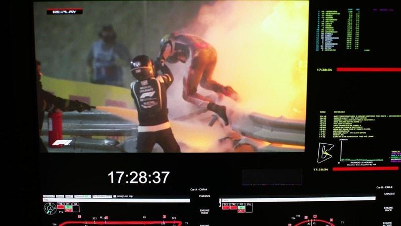 F1 Bahrain: vince Hamilton, Grosjean vivo per miracolo