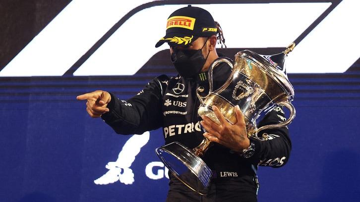 F1 Bahrain: la vittoria di Hamilton e il duello con Verstappen